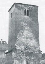 Kirchturm in seiner ursprünglichen Form. Zu erkennen die Konturen der 1298 geweihten Kirche