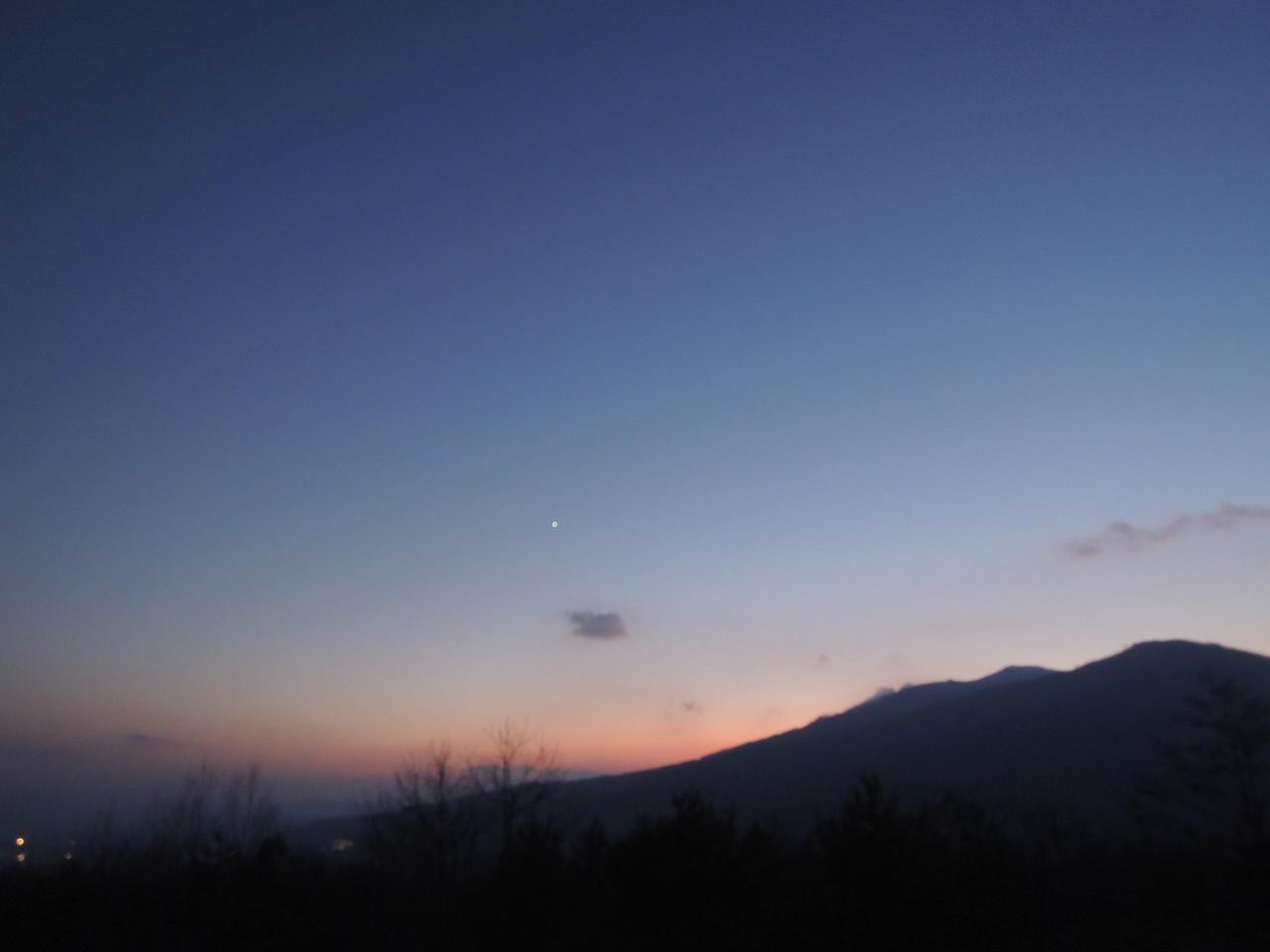天気の良い夜は、満点の星空と雄大で美しい夜景をお楽しみいただけます