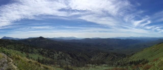 岩手山~モッコ岳~秋田駒ヶ岳~鳥海山~森吉山などなど。どこを眺めても気持ちいい~!