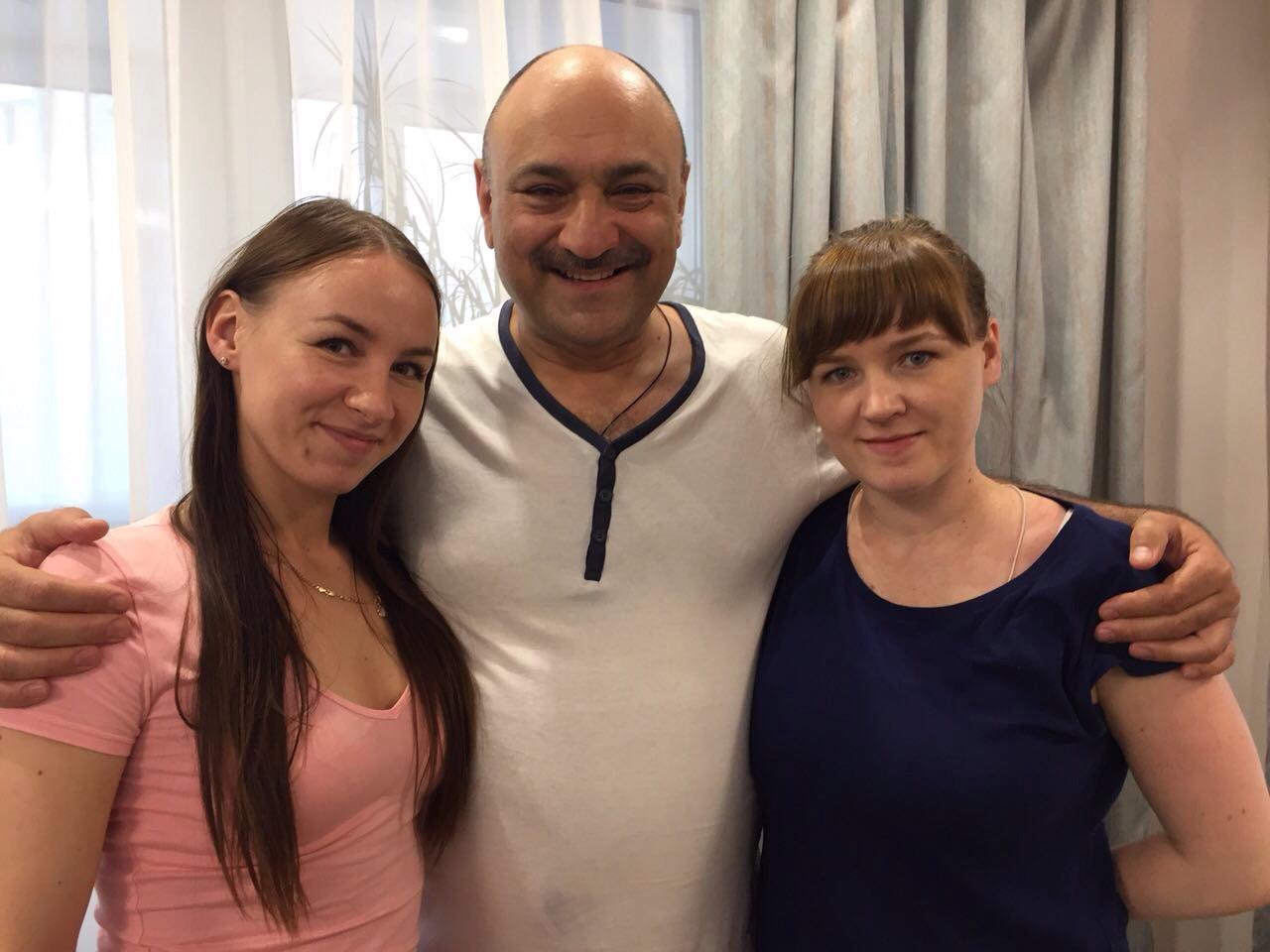 С дочками, Аленой и Анютой