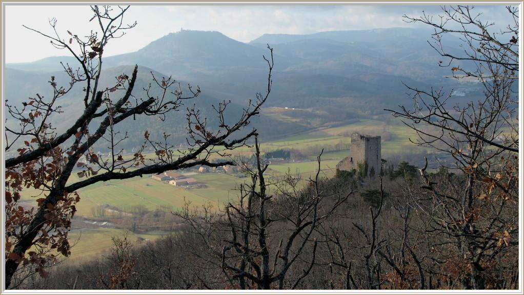 Le Ramstein et au loin le Haut-Koenigsbourg