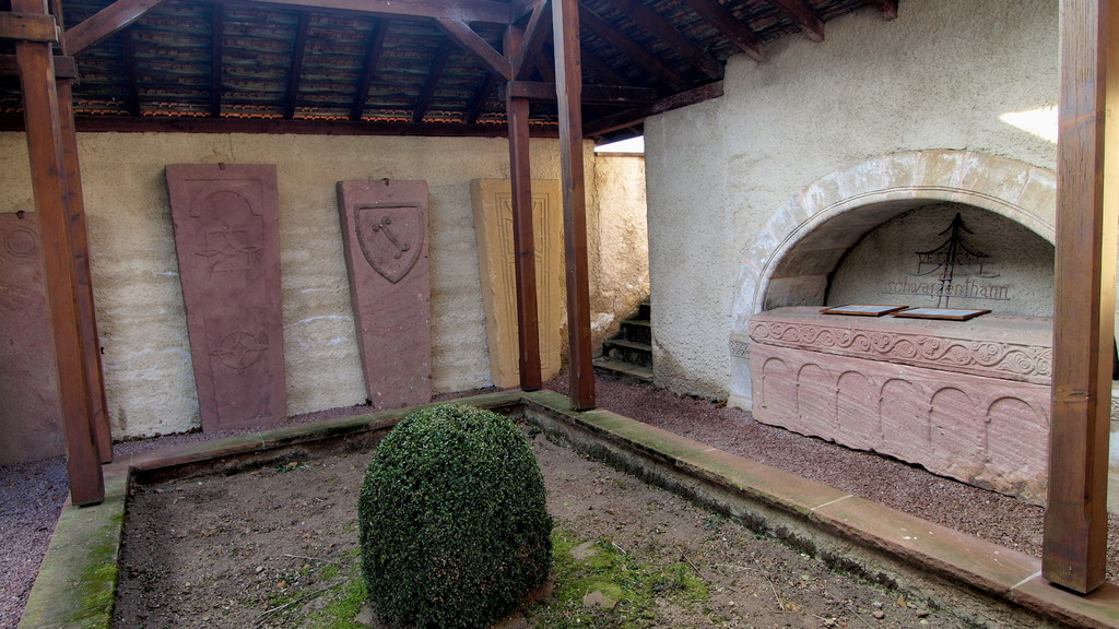 pierres tombales et sarcophage de Schwarzenthann