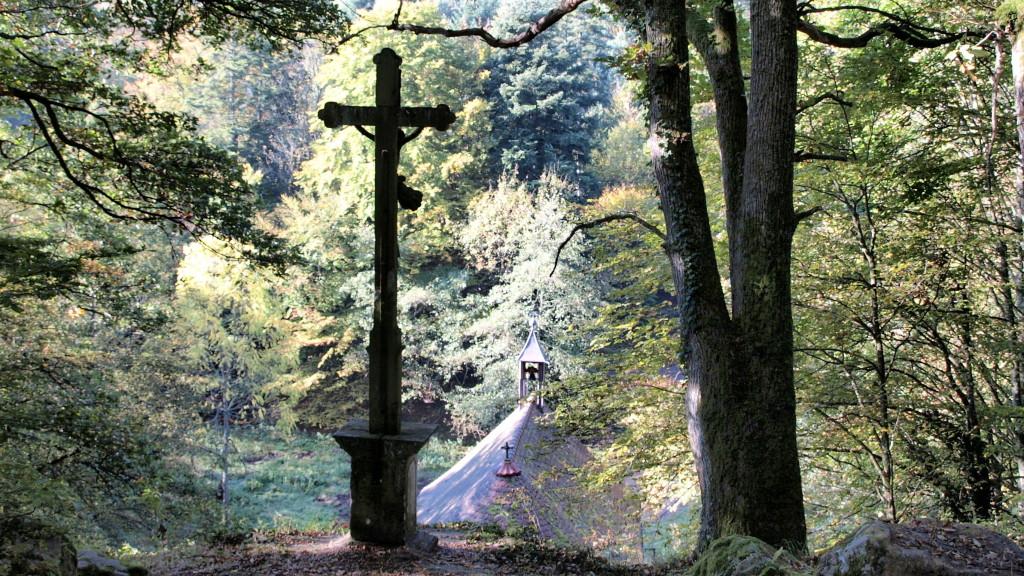 La croix qui domine la Chapelle