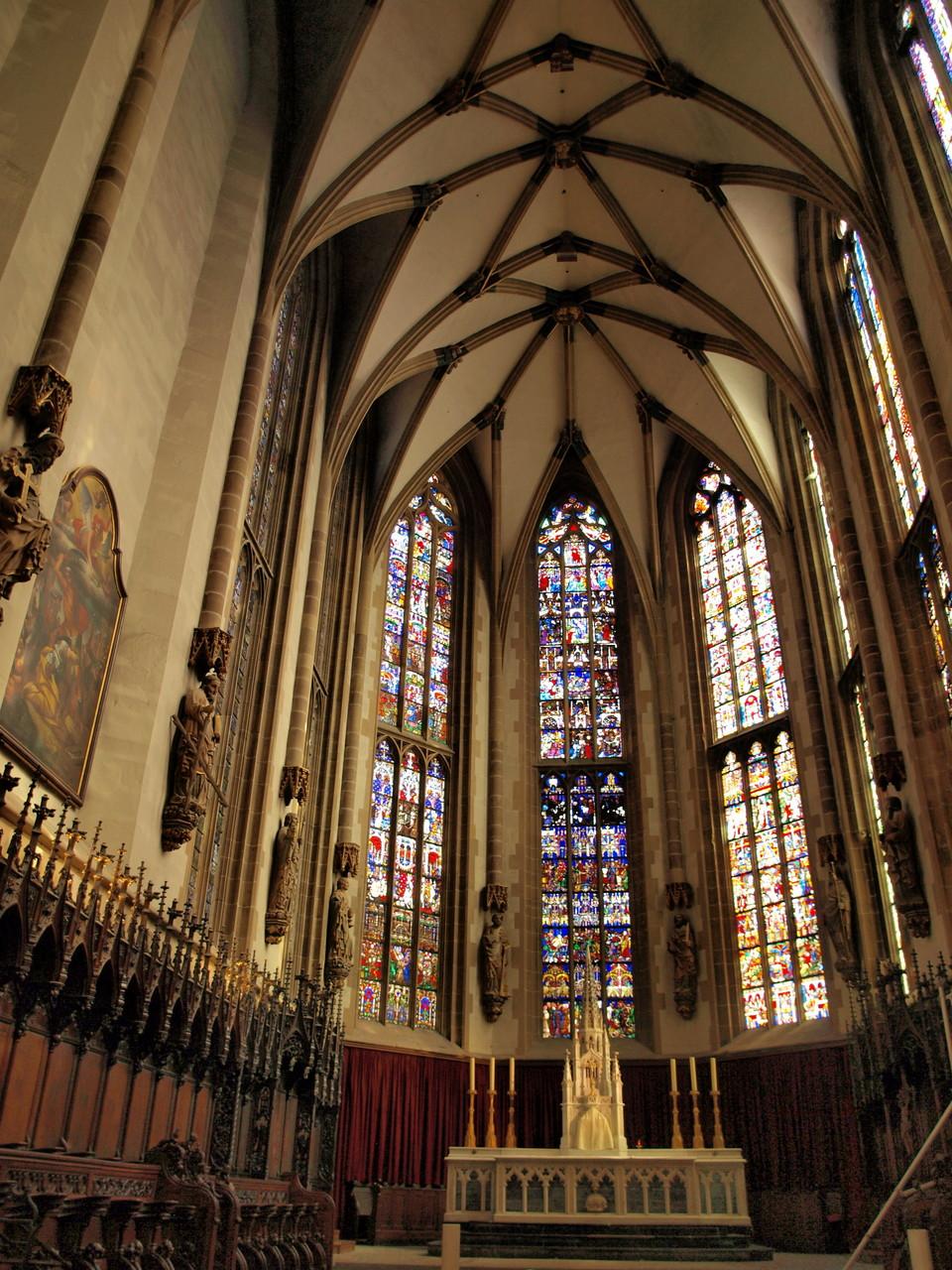 Collégiale Saint Thiébault : les vitraux