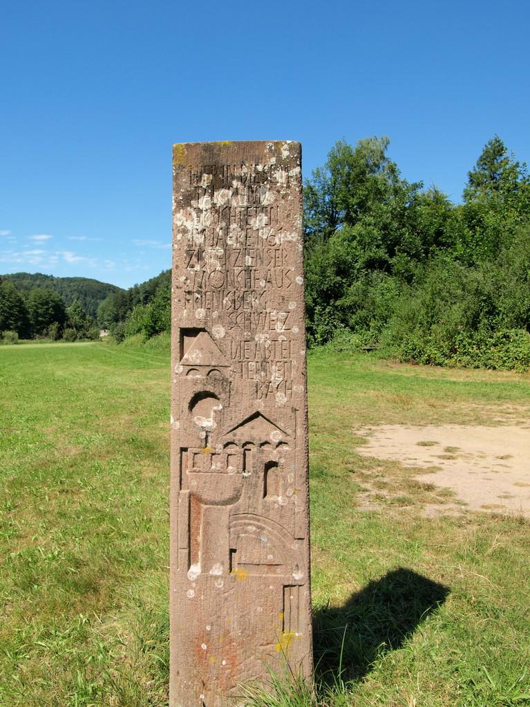 """Tennenbach : """"Hier in diesem Talgrund errichteten im Jahre 1161 Zisterzienser Mönche aus Frienisberg Schweiz die Abbtei Tennenbach"""""""