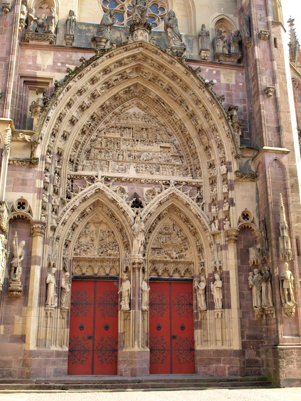 Collégiale Saint Thiébault : le portail et le tympan