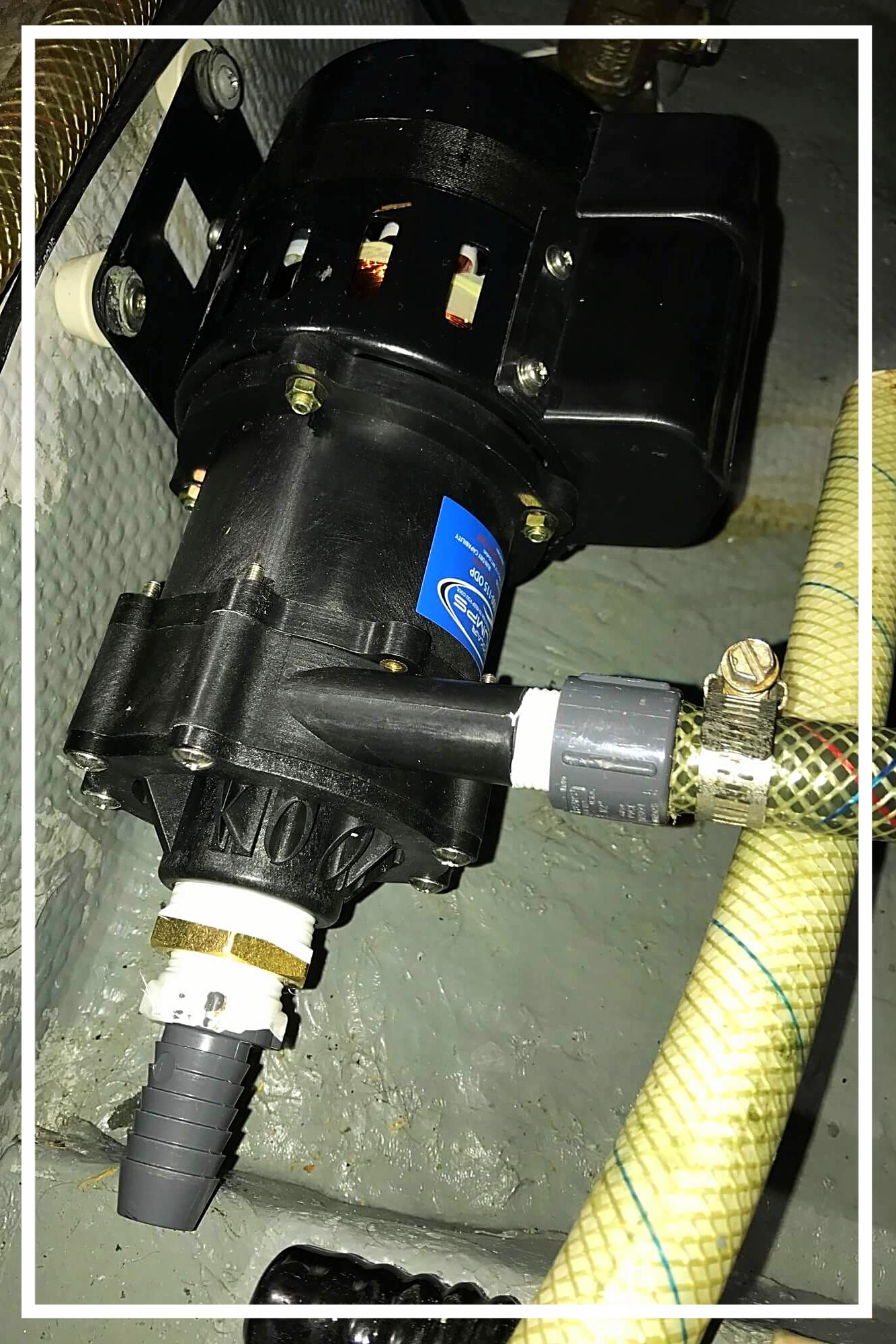 neue Klimaanlage-Pumpe montiert
