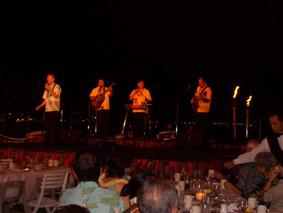 ワイキキロイヤルハワイアンホテルにて歌う 2006