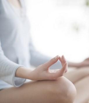 Qi (Lebenskraft, Atem) Gong (Übung, Kultivierung) aktiviert die Lebensenergie und stärkt die Körperkraft durch gezielte Bewegung, Atemtechnik und Imagination.