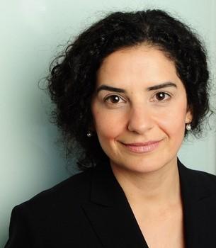 Ich bin Seyran Yüksel-Hatz, Ärztin, Entspannungstrainerin und Inhaberin von brain & synapse