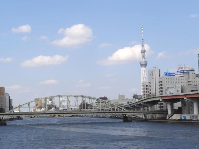 両国橋からの東京スカイツリー 首都高とJR総武線鉄橋
