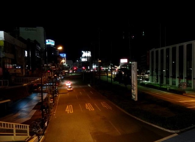 元町交差点歩道橋からの眉山 右の中空の3つの光、山頂のテレビ局のアンテナ