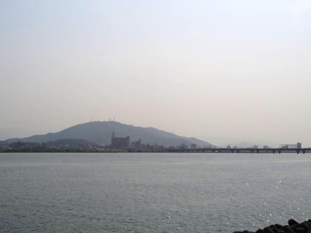 吉野川からの眉山
