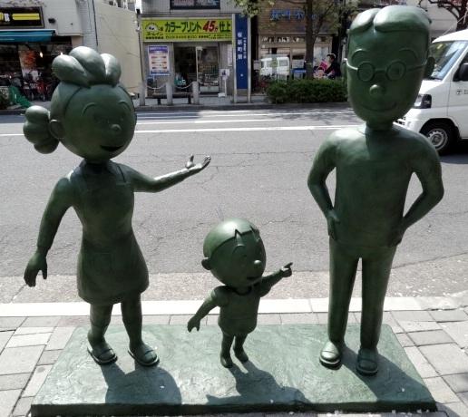 桜新町駅前のサザエさん一家 サザエさん タラちゃん マスオさん
