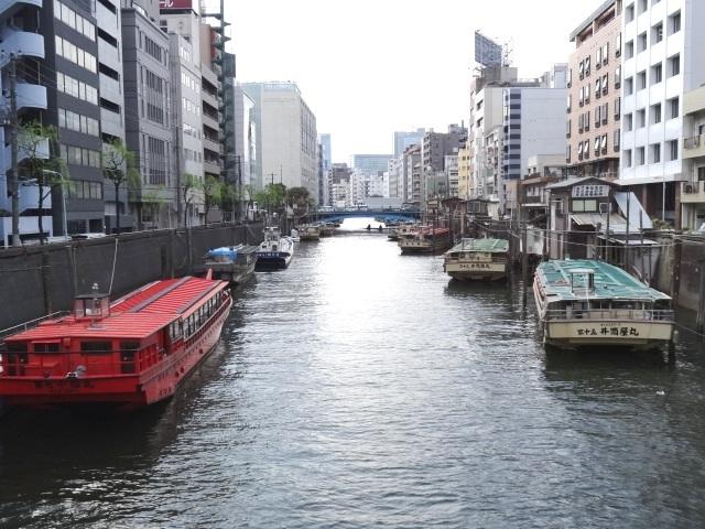 神田川上流浅草橋方面 屋形船が係留されています