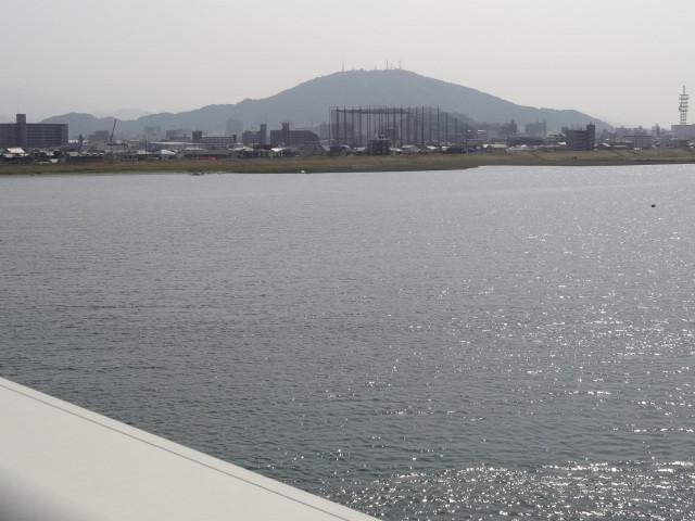 阿波しらさぎ大橋からの眉山
