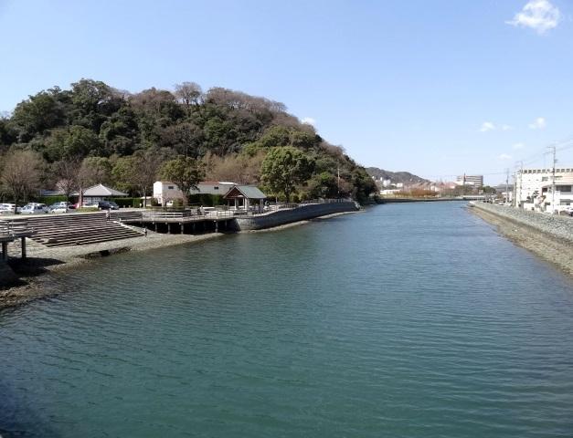 助任川と城山