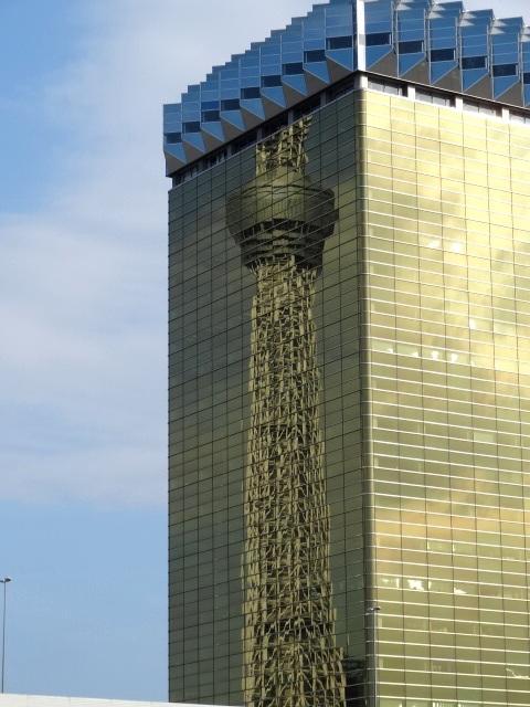 アサヒビール本社ビルの中の東京スカイツリー