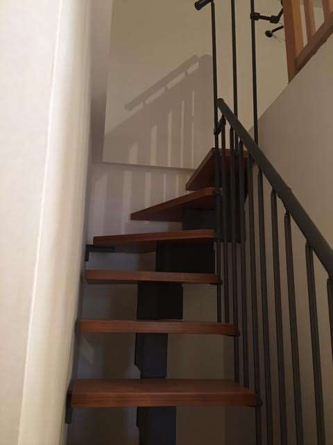 Escalier metal avec trappe d'accès comble