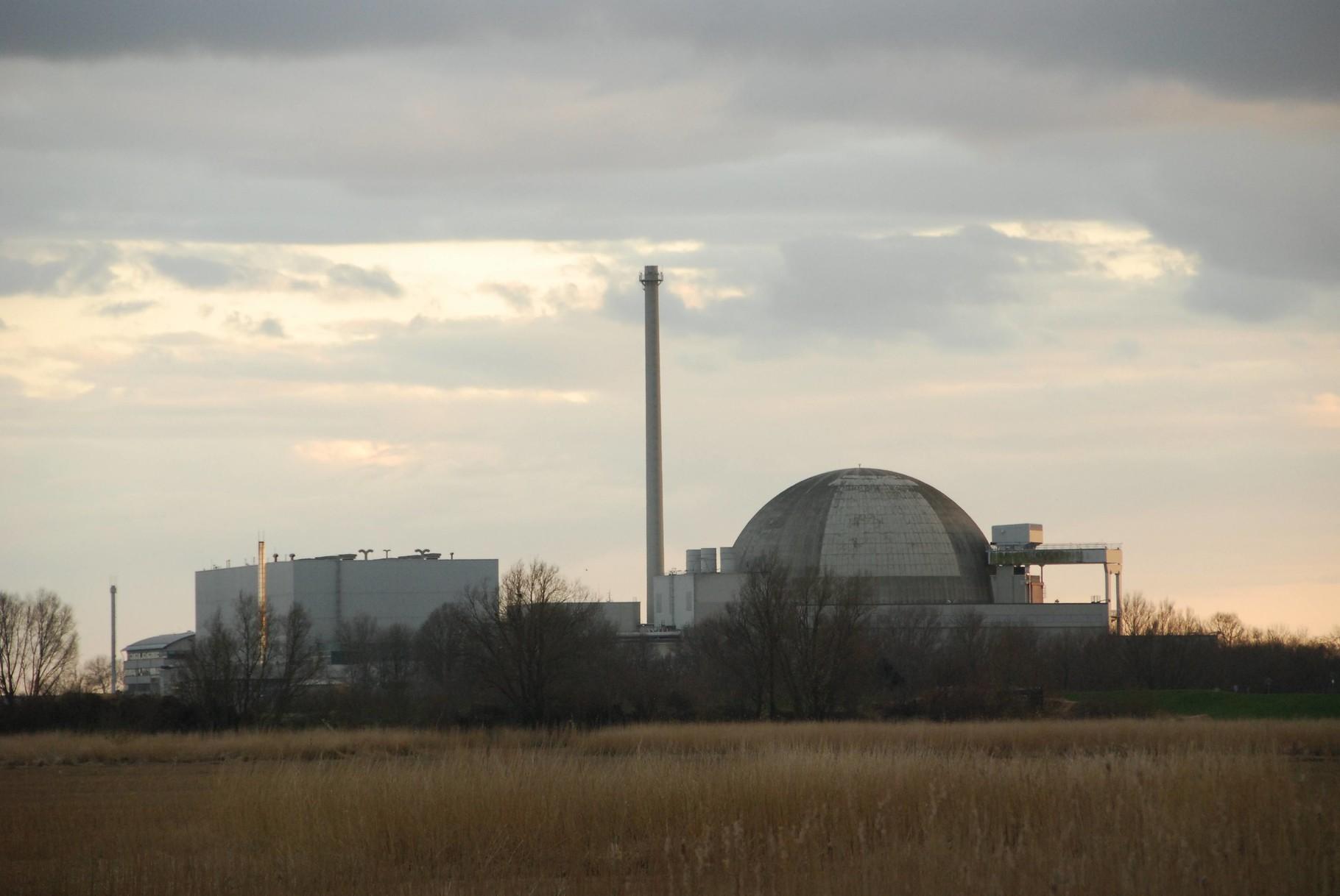 Sicht auf das Kernkraftwerk Unterweser