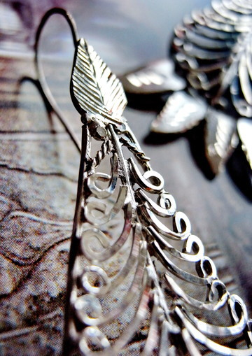 Kaiktasa Phal: sterling-silver, fine-filigree, tear-drop earrings; close-up of top, etched leaf