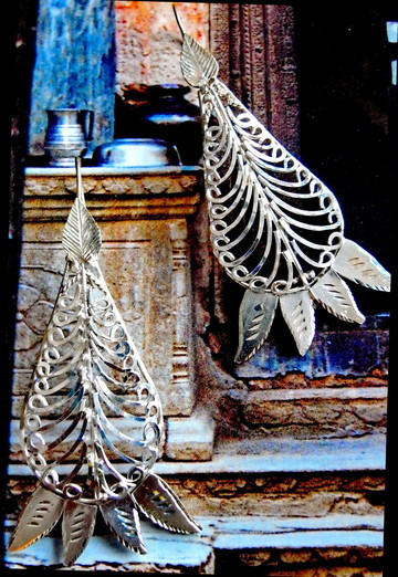 Kaiktasa Phal: sterling-silver, fine-filigree, tear-drop earrings with solid cut-and-etched leaves, top and bottom