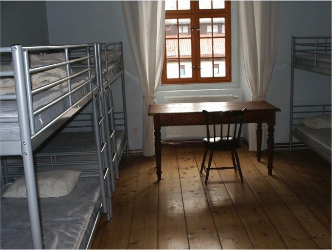 Residenz für bis zu zehn Personen. Auch diese Wohngelegenheit verfügt sowohl über eine separate Küche als auch über Dusche und WC