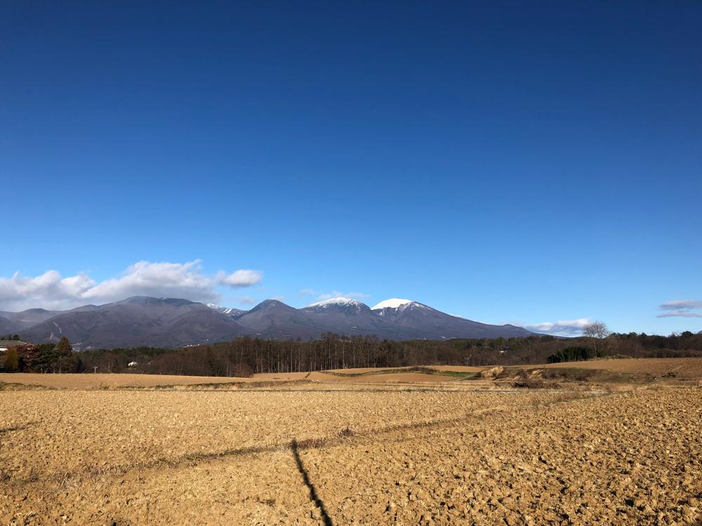12月15日、佐久より西にまわりこんで、北御牧(東御)から見る浅間山の冠雪。