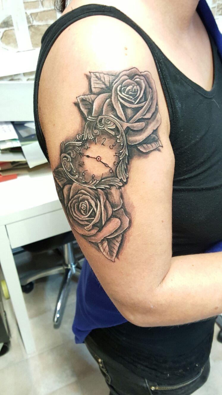 Rosen Uhr Tattoo
