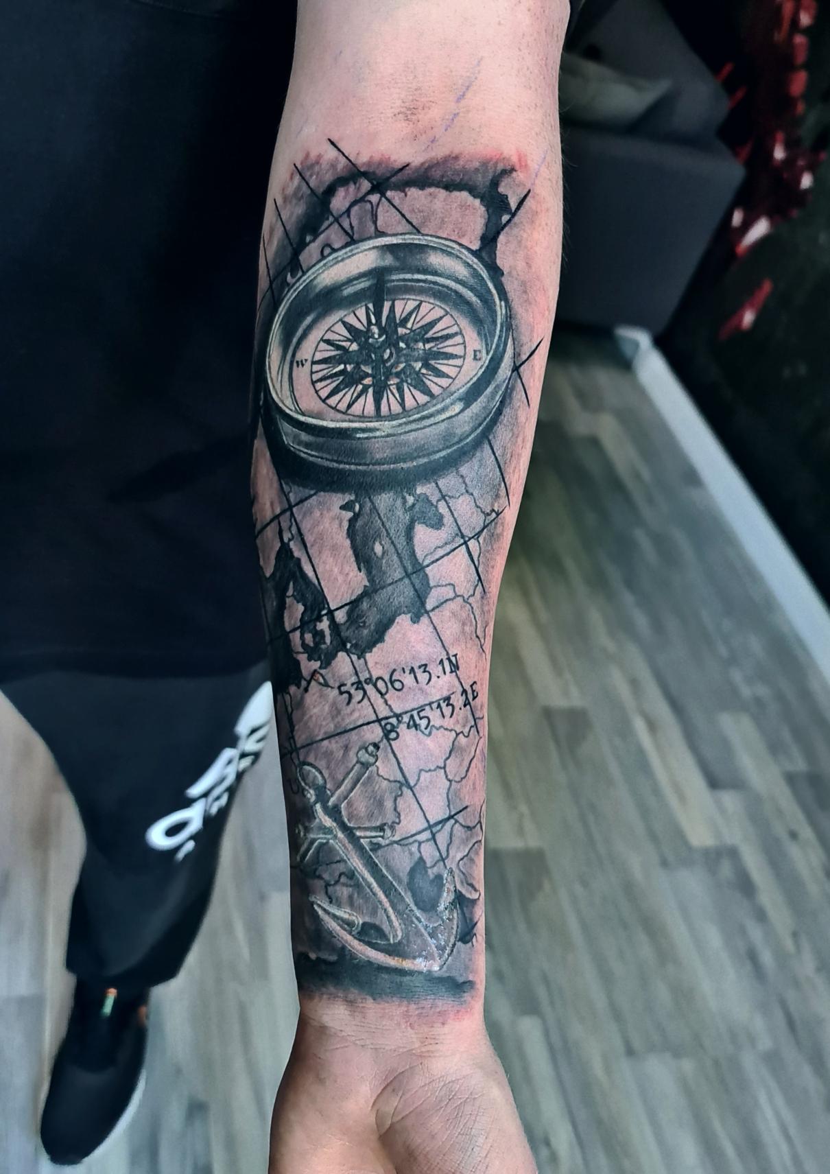 #kompass #anker #maritimtattoo #farbspieltattoo