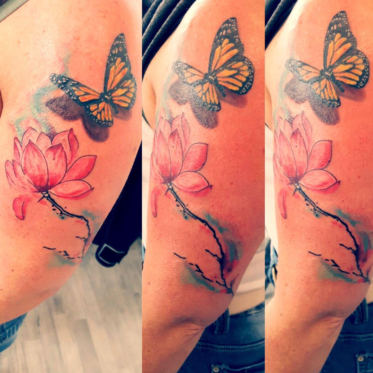 Watercolor Blüte Schmetterling Tattoo