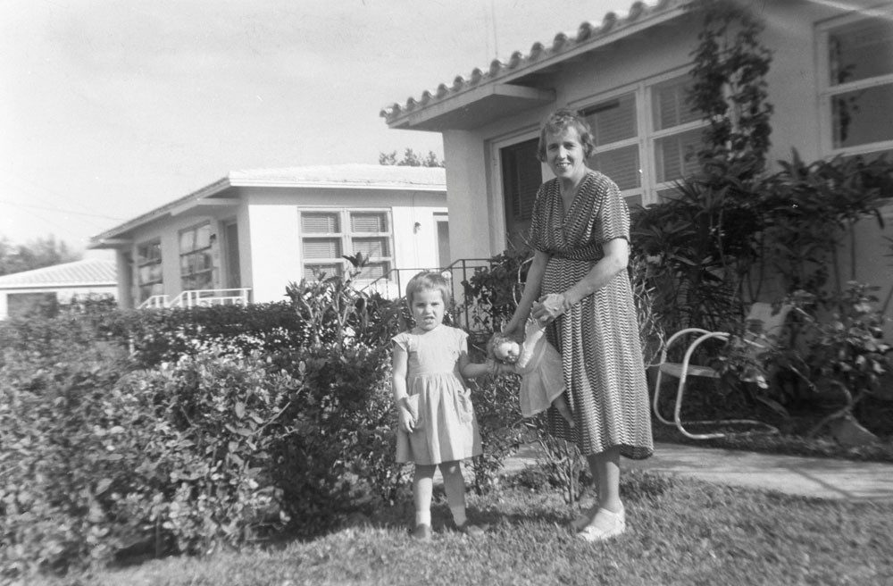 Raissa Kogevin with her goddaughter Tanya Lindeman. Miami, 1957