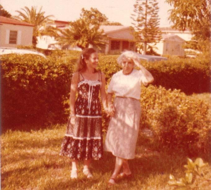 Раиса Кожевина со своей крестницей Таней Линдеман. Майами, ок. 1970 г.