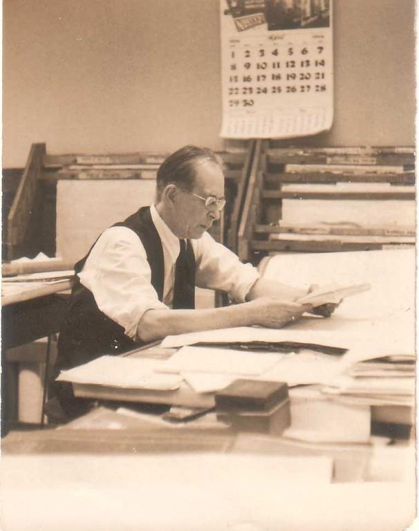 Константин Кожевин в своем офисе. Нью-Йорк, вторая половина 1940 - начало 1950-х гг.