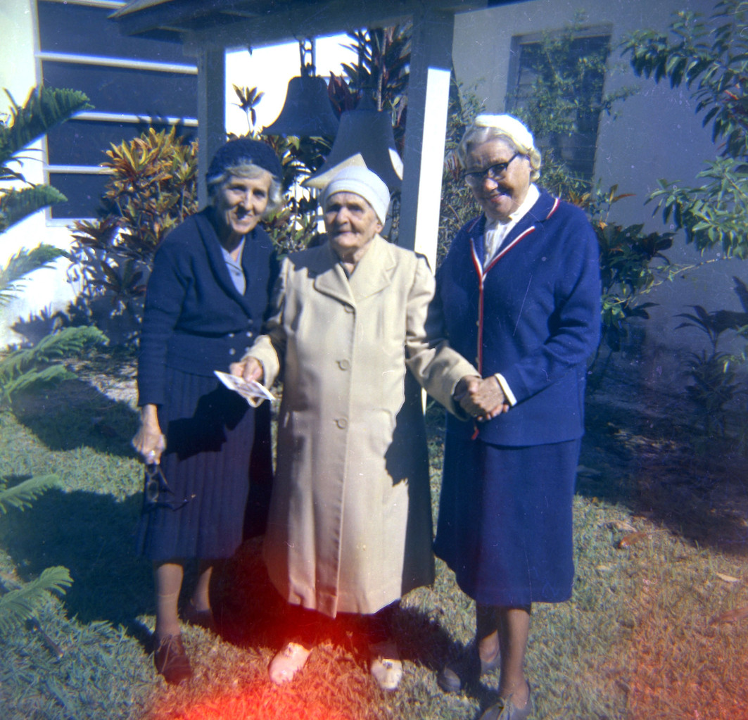 Raissa Kogevin with two unknown old women. The late 1960s - the early 1970s.
