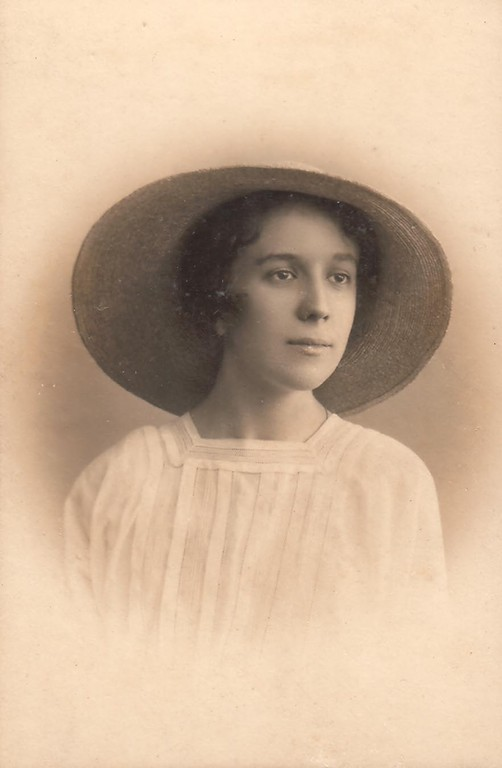 Nina Breshko-Breshkovsky, Petrograd, 1916