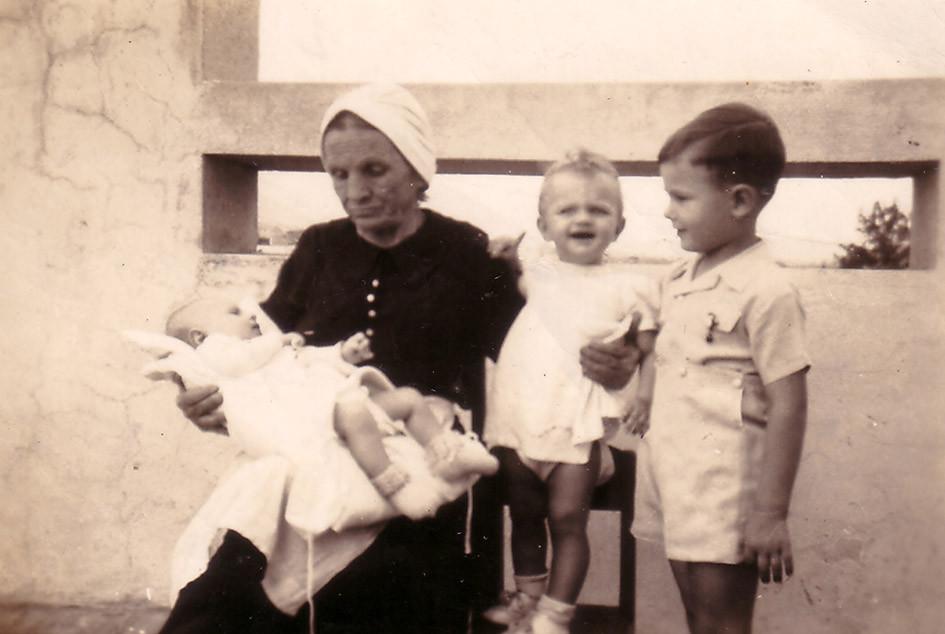 Children from the Hitrovo-Balitzky family. Venezuela, 1948