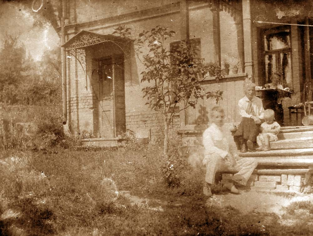 The Kogevin family sitting on the steps. Kiev, 1925