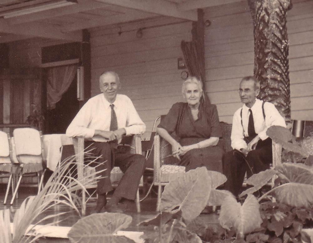 Сергей и Глафира Балицкие с неизвестным человеком. Каракас, Венесуэла. Май 1953 г.