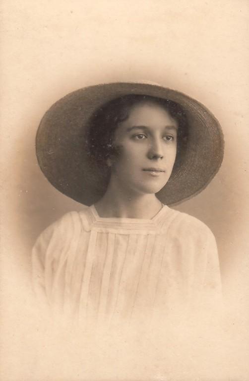 Нина Брешко-Брешковская, СПб, 1916 г.