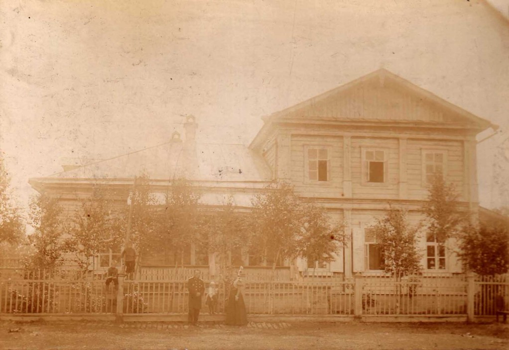 The Kogevin house in the village of Kazarinov near Yelabuga, August 1898