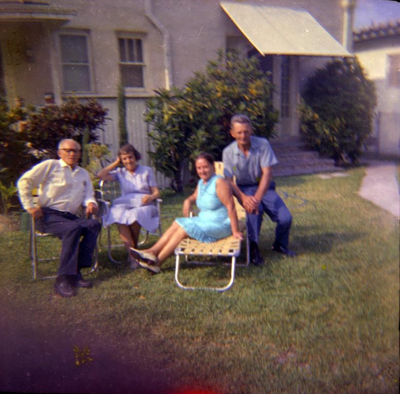 Справа налево: Алексей Дельден и его жена Лидия с неизвестными людьми
