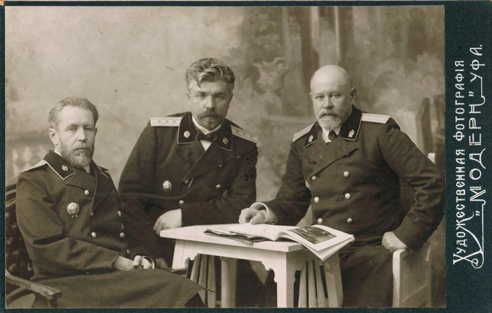 В.Ф.Кожевин с коллегами. Справа - К.Д.Дунаевский. Начало XX в.