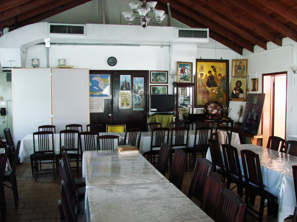 Трапезная храма Св. князя Владимира в Майами. Сентябрь 2010 г.