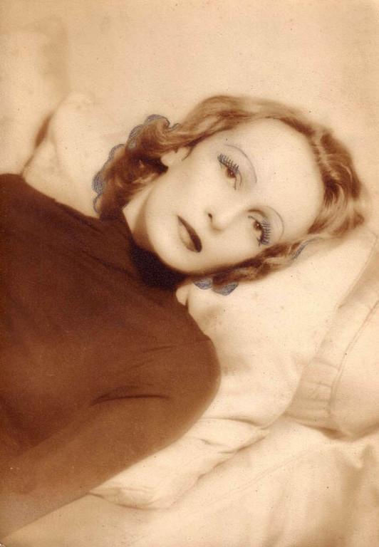 Marlene Dietrich (?)
