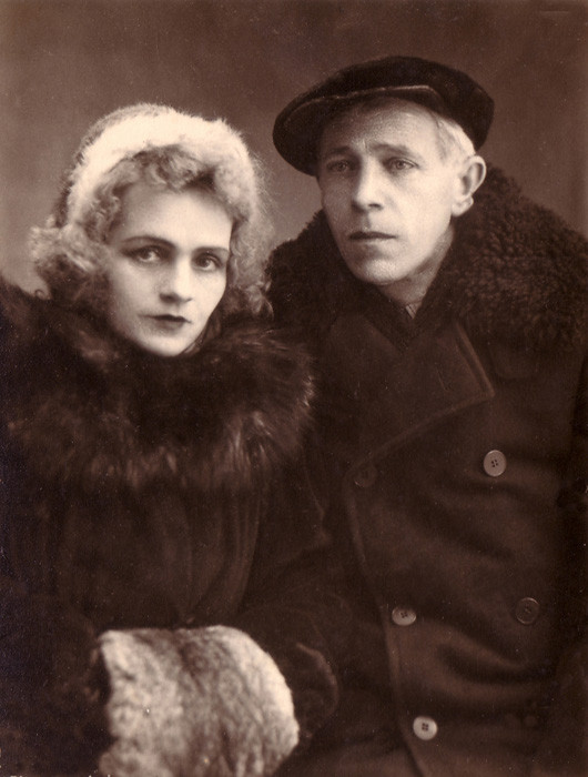 "An unknown couple, Kufstein. Caption on the reverse side: ""To Raisa Vasilyevna in kind memory. Pray for me. 24/IV.48. Raisa (illegible)"""