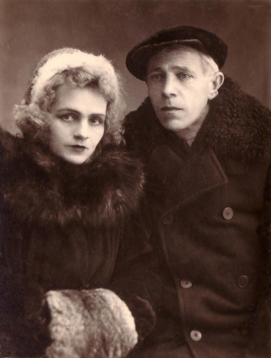"An unknown couple, Kufstein. Caption on the reverse side: ""To Raisa Vasilyevna in kind memory. Pray for me. 24/IV.48. Raisa (illegible)"""