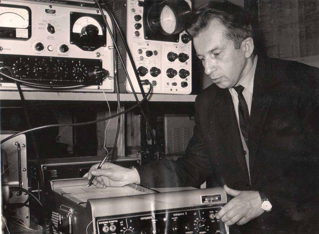 Vladimir Kogevin in his university laboratory, the late 1960s - early 1970s.