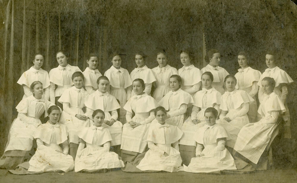 A group of graduates of the Smolny Institute for Noble Girls, 1916. Nina Breshko-Breshkovskaya is first to the left in the upper row