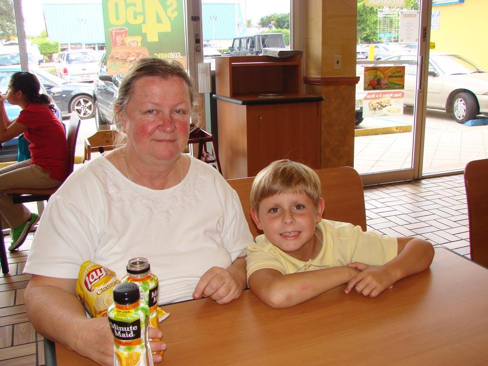 Матушка София с внуком Ионой. Майами. Сентябрь, 2010 г.